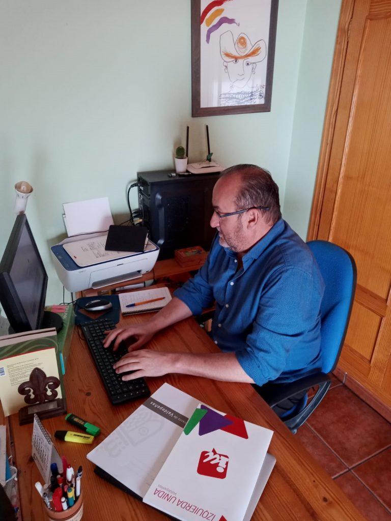 Gregorio Sánchez, concejal del grupo municipal Izquierda Unida Valdepeñas, mantiene su actividad política desde casa durante el estado de alarma y el confinamiento por el Covid19
